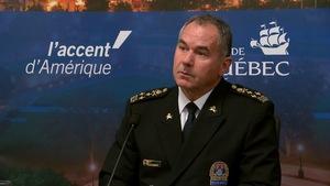 Robert Pigeon lors d'une conférence de presse à l'hôtel de ville de Québec