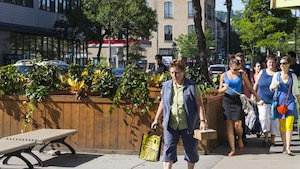 Des piétons sur la rue Mont-Royal