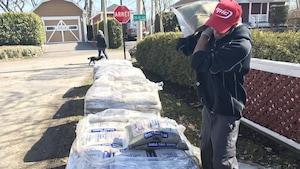 La municipalité de Sainte-Anne-de-la-Pérade a mis 1350 sacs de sable à la disposition des résidents de trois secteurs à risque d'être inondés.