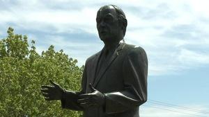 Statue de René Lévesque