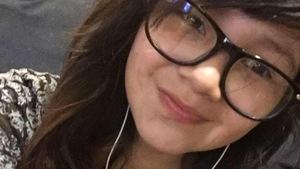 L'adolescente Alyssa Nanokeesic se prend en selfie