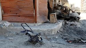 De Raqqa, il ne reste que des ruines et des traces fugaces d'une population qui a fui ou qui a vécu trop longtemps dans un « enfer à ciel ouvert ».
