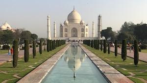 Le Taj Mahal, mausolée de marbre blanc, vieux de 350 ans.