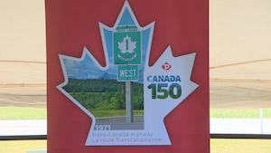 Un timbre rendant hommage à la route Transcanadienne a éré dévolié mardi à Regina.