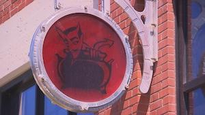 L'enseigne extérieure de la microbrasserie Le Trou du Diable de Shawinigan.