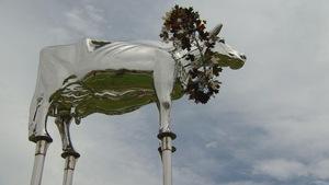 La sculpture de huit mètres a été installée dans le quartier résidentiel de Cathedraltown, à Markham.