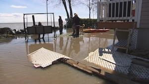 La résidence de Ginette Le Brun a été endommagée par les vagues d'un bateau.