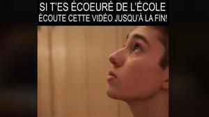 Une capture d'écran montre un adolescent pensif avec le message «Si t'es écoeuré de l'école écoute cette vidéo jusqu'à la fin».