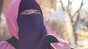 Une femme nommée Warda, qui vit à Montréal, porte le niqab.