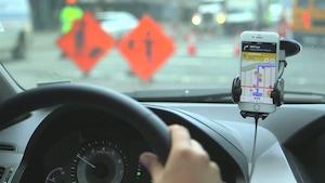 Est-il légal d'utiliser une application mobile pour signaler aux autres automobilistes la présence de la police sur la route?