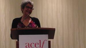 Jeanne Beaudoin devant les membres du Congrès de l'ACELF 2017 à Calgary