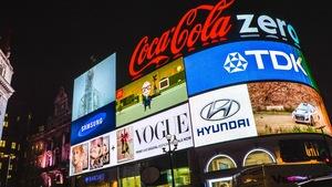 Des panneaux publicitaires à Piccadilly Circus, à Londres.
