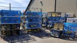 Les casiers récupérés sont entreposés dans des installations de Pêches et Océans Canada.