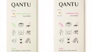 Deux tablettes de chocolat Qantu dans leur emballage.