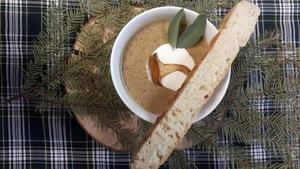 Soupe à saveur innue préparée par Jensy Grégoire