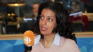 Dominique Anglade en studio.