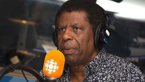 Danny Laferrière répond aux questions de Franco Nuovo au studio 17 de Radio-Canada, à Montréal, le 3 juin 2018.