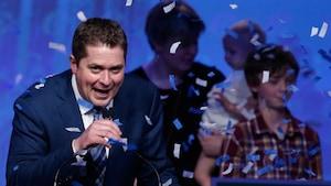 Andrew Scheer célèbre tout juste après son élection à la tête du Parti conservateur du Canada