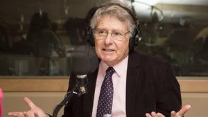 John Parisella au micro de Radio-Canada