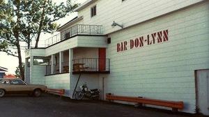 Une photos d'archives montre l'extérieur du Don-Lynn au début des années 1980.