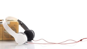 Des écouteurs et une petite radio