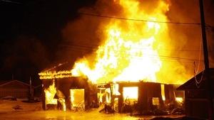 Le bâtiment a complètement été détruit par le feu.