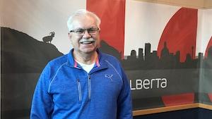 Henri Lemire, dans un studio de Radio-Canada