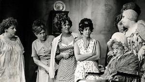 Quelques-unes des belles-soeurs dans la célèbre pièce de Michel Tremblay.