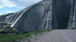 Un barrage hydroélectrique gigantesque.