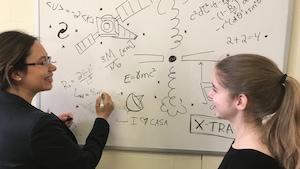 L'astrophysicienne Julie Hlavacek-Larrondo et Geneviève Sarrazin.