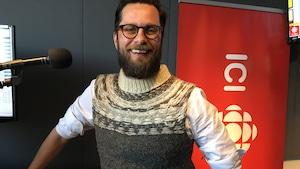 M. Beuze de passage au studio de Radio-Canada à Halifax.