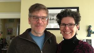 Les deux forment l'entreprise TrueFaux Films à Dartmouth en N.-É.