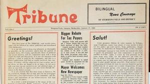 La première page de la première édition du journal La Tribune; avec des manchettes dans les deux langues officielles.