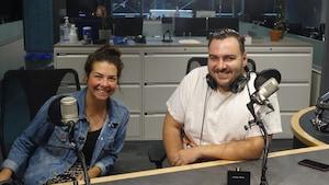 Jen McKerral et Christian Pelletier dans les studios de Radio-Canada Sudbury