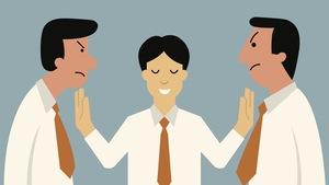 Le médiateur cherche à concilier les positions en considérant tous les aspects d'un conflit.