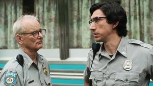 Bill Murray et Adam Driver, en policier, sont face à face dans cette image tirée du film <i>The Dead Don't Die</i>, de Jim Jarmusch.