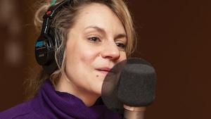 Léane Labrèche-Dor au micro de Catherine Perrin.