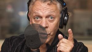 Marc Labrèche au micro de Catherine Perrin.