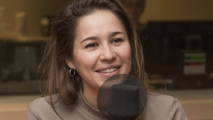 Salomé Leclerc au micro de Catherine Perrin.