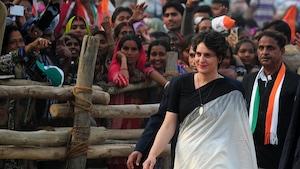Priyanka Vadra Gandhi marchant devant une foule, en 2017.