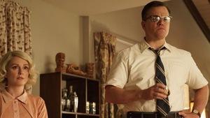 Julianne Moore et Matt Damon ont l'air troublé dans <i>Suburbicon<i>, de George Clooney