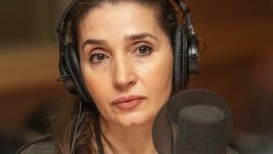Nadia Zouaoui au micro d'Isabelle Craig.