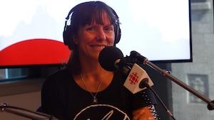 Mylène Paquette dans les studios d'ICI Québec.