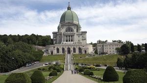 L'Oratoire Saint-Joseph domine le flanc nord-ouest du Mont-Royal.
