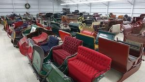 Une partie de la collection de véhicules hippomobiles de Paul Bienvenu