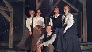 Comédiens de la pièce Anne la maison aux pignons verts produite par le Théâtre Advienne que pourra