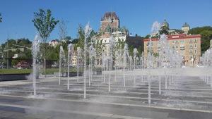 Photo des jeux d'eau de la Place des Canotiers à Québec