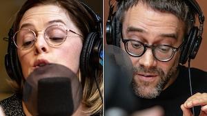 Dans deux images séparées, une femme et un homme lisent un texte devant un micro.