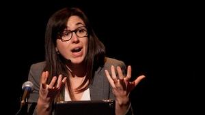Aurélie Lanctôt lors de sa conférence à La Basoche à Gatineau