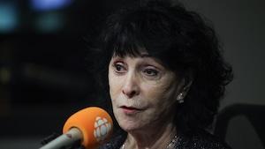En studio, Mme Suzanne Girard,      présidente de l'Association des proches aidants de la Capitale-Nationale.